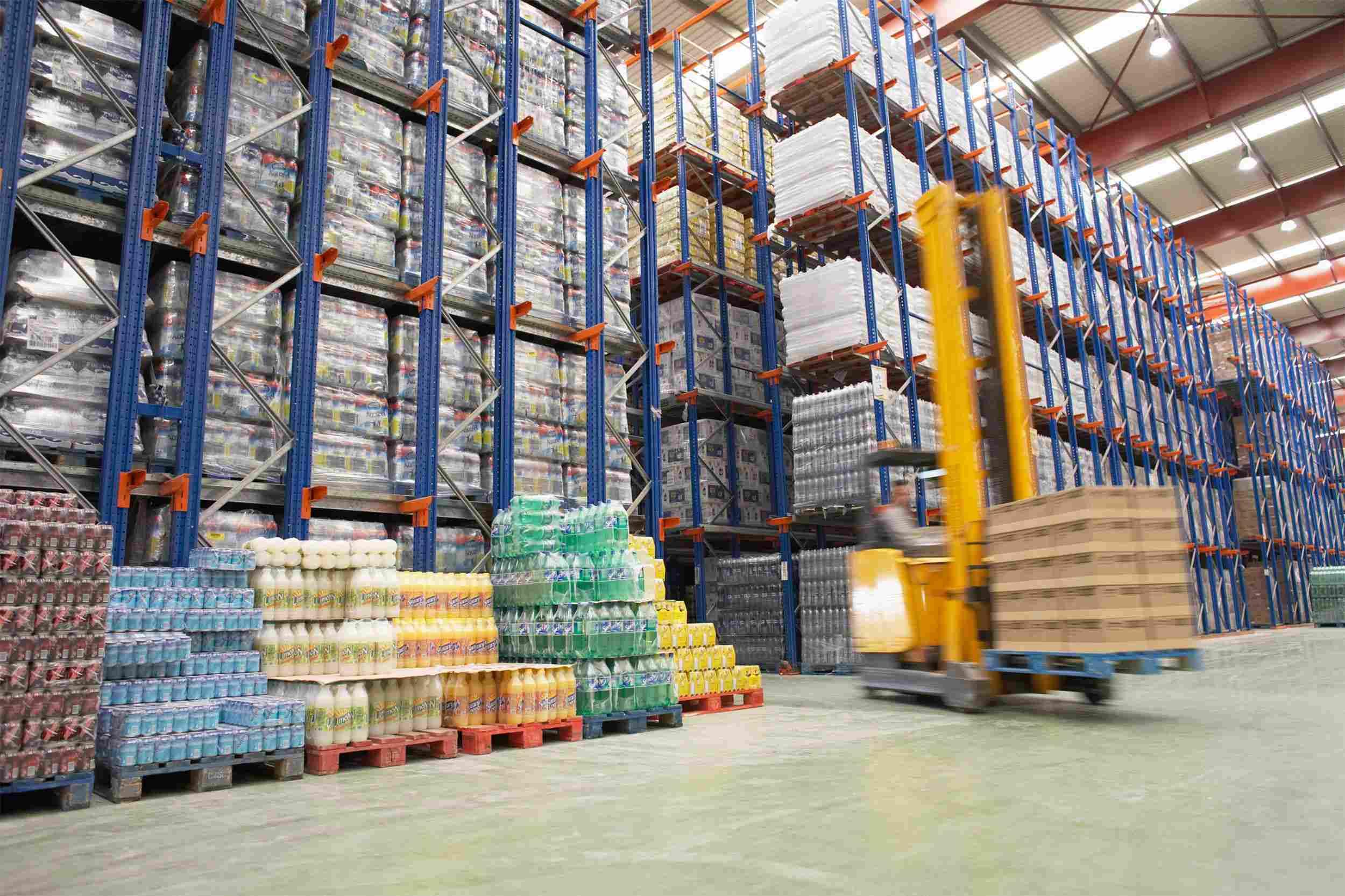 https://www.komanda24.lv/wp-content/uploads/2015/09/Warehouse-and-lifter.jpg