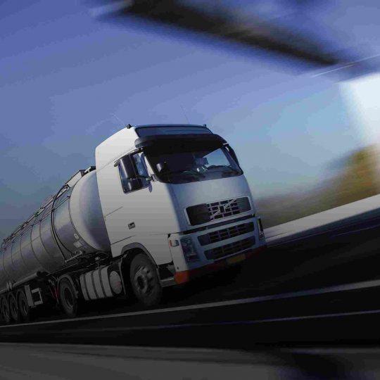 https://www.komanda24.lv/wp-content/uploads/2015/09/White-Truck-single-540x540.jpg