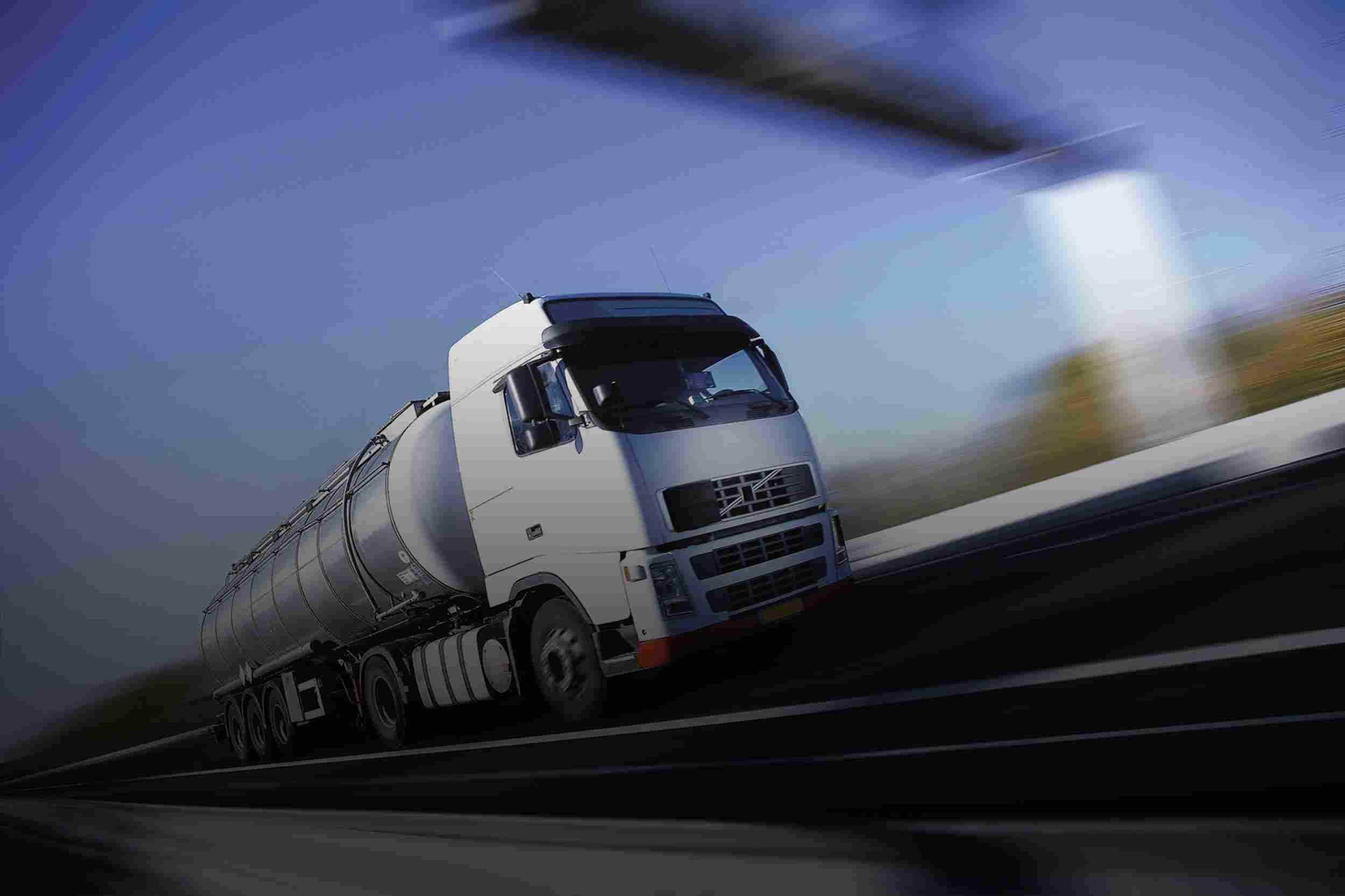https://www.komanda24.lv/wp-content/uploads/2015/09/White-Truck-single.jpg
